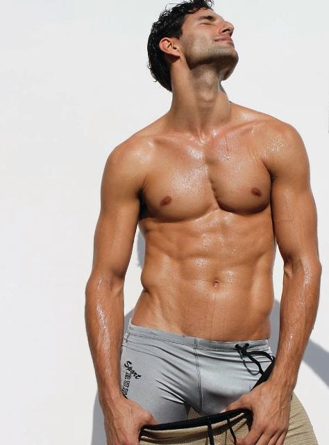 b1149bb61279 Американский бренд, успевший уже стать культовым, который предлагает в  своем ассортименте мужское нижнее белье Rufskin, мужскую одежду для пляжа ,  а также ...